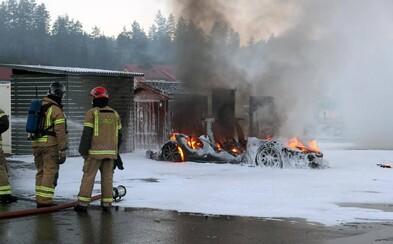 Elektrický Model S zhorel počas nabíjania v Nórsku do tla. Má Tesla ďalšie problémy?