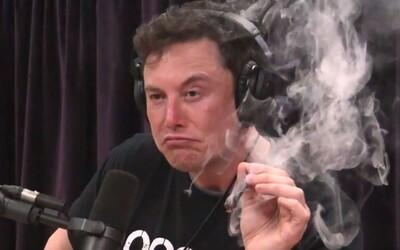 Elon Musk chcel pobaviť frajerku vtipom o marihuane, teraz ho úrady obžalovali z podvodu