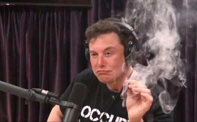 Elon Musk fajčil marihuanu a popíjal whiskey, NASA teraz plánuje preveriť bezpečnosť v SpaceX