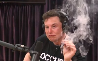 Elon Musk kouřil trávu a popíjel whiskey. NASA teď plánuje prověřit bezpečnost ve SpaceX