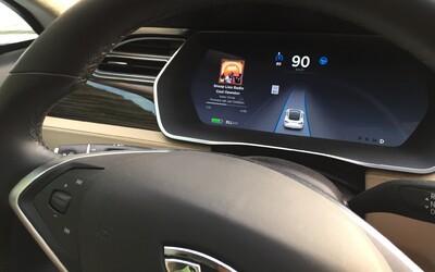 Elon Musk nenecháva nič na náhodu. Elektromobily Tesla budú do pol roka schopné jazdiť bez živého šoféra