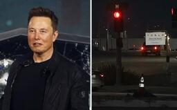 Elon Musk otvoril fabriku Tesly napriek zákazu. Zatknite len mňa, vyhlásil