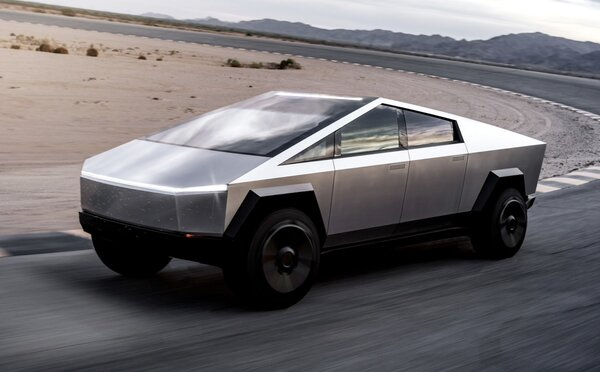Elon Musk predstavil Tesla Cybertruck s dizajnom obrneného vozidla. Má tri motory a jazdí na elektrinu