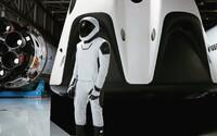 Elon Musk ukázal nový skafander v celej jeho kráse. SpaceX ho použije počas budúcich vesmírnych misií