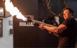 Elon Musk ukradl podle bratra Pabla Escobara jeho nápad na plamenomet. Žádá od něj 100 milionů dolarů