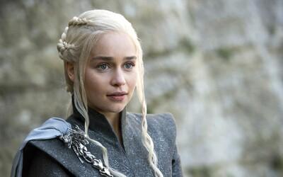 Emilia Clarke během natáčení Game of Thrones absolvovala dvě životu nebezpečné operace mozku