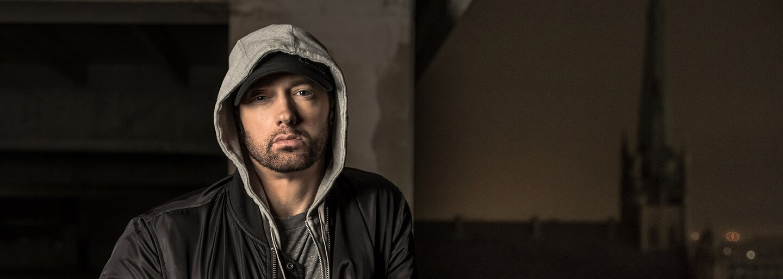 Eminem a jeho nejoblíbenější tenisky. V jakých kouscích ho můžeš momentálně vidět?