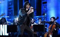 Eminem sa vrátil na scénu vo veľkom štýle. Legendárne skladby ako Stan privádzali divákov v americkej televíznej šou do varu
