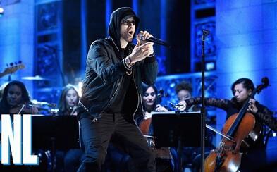 Eminem se vrátil na scénu ve velkém stylu. Legendární skladby jako Stan přiváděly diváky v americké televizní show do varu