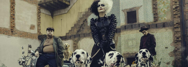 Emma Stone je nebezpečná Cruella ze 101 dalmatinů. Stylový krimifilm s úžasnými herečkami má premiéru už za několik dní