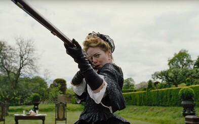 Emma Stone, Rachel Weisz a šialené intrigy kráľovského dvora. Novinka tvorcu Killing of a Sacred Deer láka bizarným humorom a absurditou