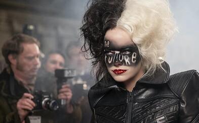 Emma Stone si užívá život Cruelly. Fanoušci přirovnávají snímek k novému Jokerovi