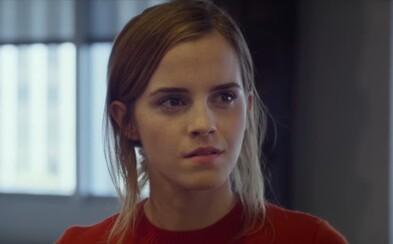 Emma Watson je odhodlaná odkryť tajomstvá vizionára Toma Hanksa a zastaviť stratu súkromia v sľubných záberoch zo sci-fi thrilleru The Circle