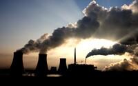 Energetické spoločnosti s fosílnymi palivami žalujú vlády po celom svete o 15 miliárd eur. Klimatická politika ohrozuje ich zisky
