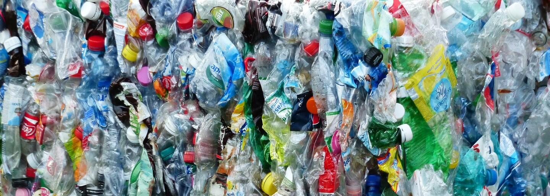Enzym, který byl vyvinut čirou náhodou, dokáže požírat plasty v oceánech. Objev by mohl přispět k lepšímu životnímu prostředí