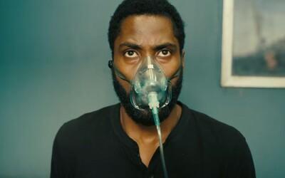 Epický veľkofilm Christophera Nolana Tenet prichádza s trailerom. Podarí sa hlavným hrdinom predísť tretej svetovej vojne?