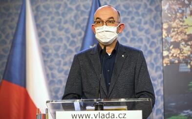 Epidemie sílí, Česko se může dostat zpět do pátého stupně, míní Blatný