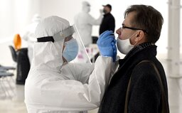 Epidemie v Česku stagnuje. Ve čtvrtek přibylo 488 nových případů nákazy koronavirem, číslo R je na hodnotě 1