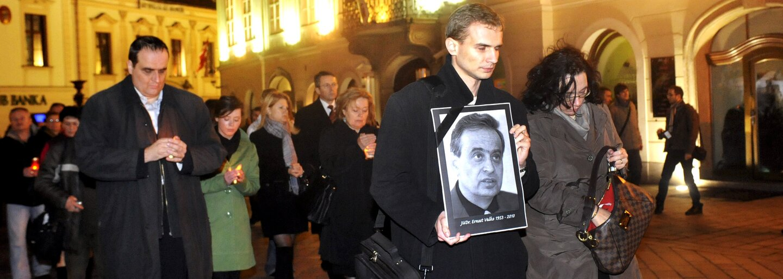 Ernesta Valka mal zabiť lupič nosievajúci masku Arnolda Schwarzeneggera. Polícia zvažovala, že išlo o nájomnú vraždu
