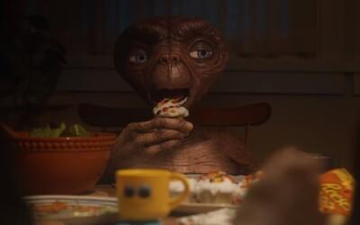 E.T. se po 37 letech vrátil na Zem, aby navštívil Elliotta