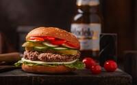 """EÚ chce, aby sa vegánsky burger volal """"zeleninový kotúč"""", no vegánom sa to nepáči. Návrh je podľa nich hlúpy a zmena zbytočná"""