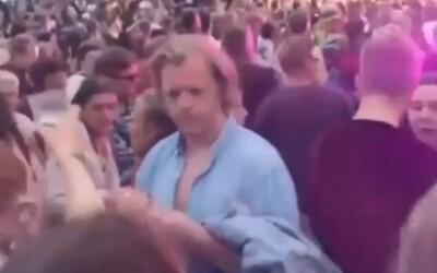 """Euforický """"Maroš Kramár"""" na hudobnom festivale zabáva slovenský internet. Pridal sa k tancujúcemu """"Kaliňákovi"""""""