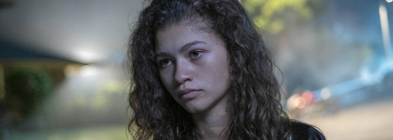 Euphoria je sondou do tínedžerského sveta plného nebezpečného sexu, drog a prvých lások