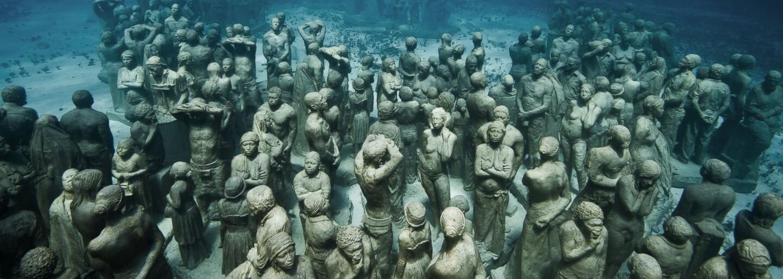 Evropa má své první podmořské muzeum. Netradiční sochy vystihují dnešní dobu a vydržet mají stovky let