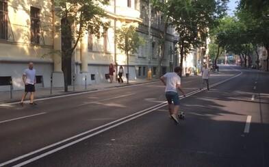 Európsky samit Bratislavčanov aj potešil. Na inak frekventovanej Štefánikovej ulici si zahrali futbal