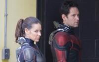 Evangeline Lilly bez hrnca na hlave a Paul Rudd s novým kostýmom. Takto to vyzerá na natáčaní Ant-Man and the Wasp