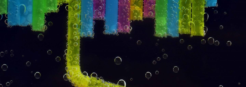 Evropská komise zakáže plastová brčka, příbory na jedno použití i vatové tyčinky