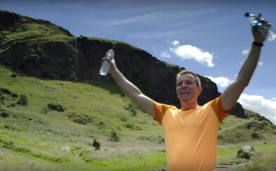 Ewan Mcgregor sa so svojou starou prefetovanou partiou vracia v debutovom traileri pre Trainspotting 2