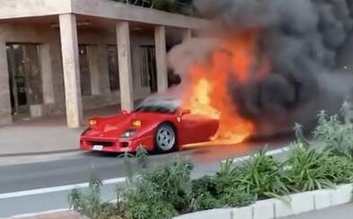 Exkluzívne Ferrari F40 v Monte Carle zhorelo do tla priamo na ulici