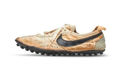 Exkluzívny pár dotrhaných a špinavých tenisiek od Nike sa predal za 400-tisíc eur