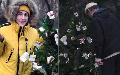 Expl0ited rozdával peniaze na ulici. Vianočný stromček so stovkami eur ľudia okamžite rozobrali