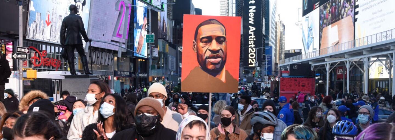 Expolicista je vinen z vraždy Afroameričana George Floyda. Za mříže může jít až na 40 let
