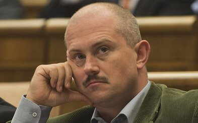 Extrémisti by boli druhou najúspešnejšou parlamentnou stranou. Kde vidia problém odborníci?