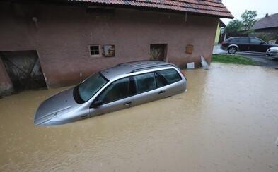 """Extrémne silné búrky na Slovensku budú pokračovať, zaplavilo ďalšiu dedinu: """"Som si myslela, že nás odplaví ako loď."""""""