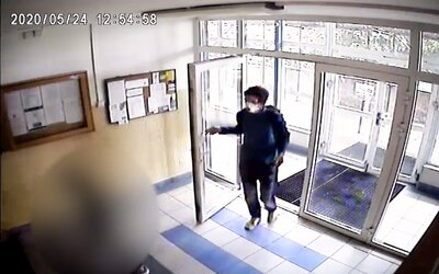Muž v Praze sledoval 11letou dívku domů, pak ji zneužil ve výtahu.