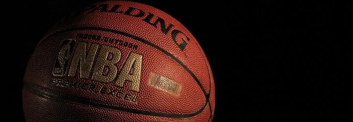 Vedenie NBA zakázalo používať v zápasoch Kanyeho basketbalové Yeezy. Ich reflexná päta by vraj mohla rušiť divákov