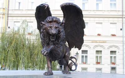 Senátorka za Piráty napsala o pomníku druhého odboje, že se na něm dobře jezdí na skatu. Pustili se do ní Ovčáček i Kalousek.