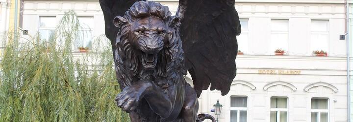 Senátorka za Piráty napsala o pomníku druhého odboje, že se na něm dobře jezdí na skatu. Pustili se do ní Ovčáček i Kalousek