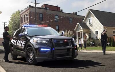 Zaměstnanci Fordu požadují, aby automobilka ukončila výrobu policejních aut. Důvodem jsou zákroky policistů při demonstracích.