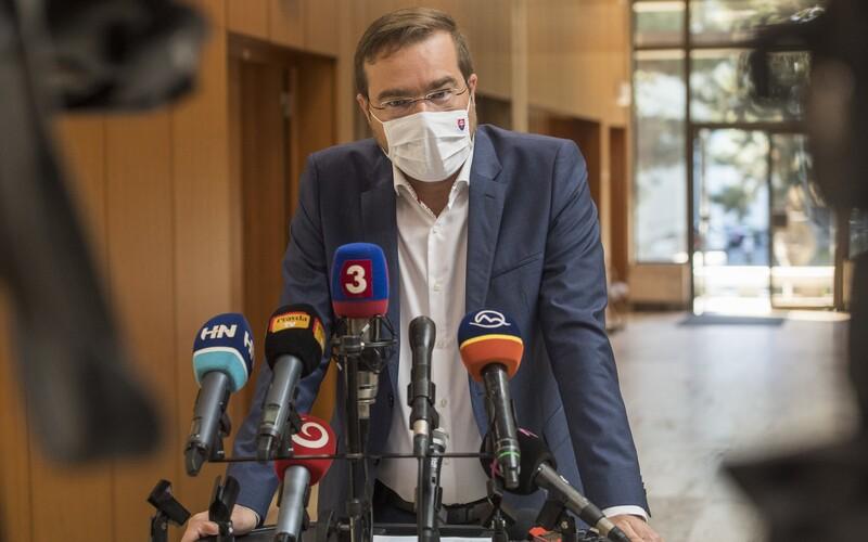 Minister zdravotníctva Krajčí: rastie počet nakazených seniorov, svadby a oslavy spôsobili 17 ohnísk koronavírusu.