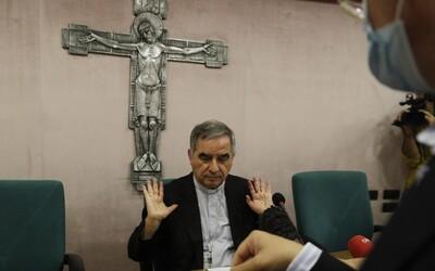 Vatikánsky kardinál sa postavil pred súd kvôli sprenevere, vydieraniu aj podvodov s luxusnými nehnuteľnosťami za 350 miliónov.