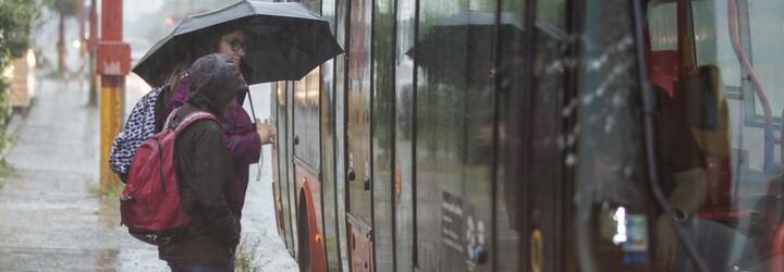 Meteorologové varují před velmi silnými bouřkami. V těchto krajích platí vysoký stupeň nebezpečí