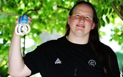 Na olympijských hrách bude poprvé soutěžit transgender sportovkyně. Její účast vyvolala vlnu protestů ženských vzpěraček.