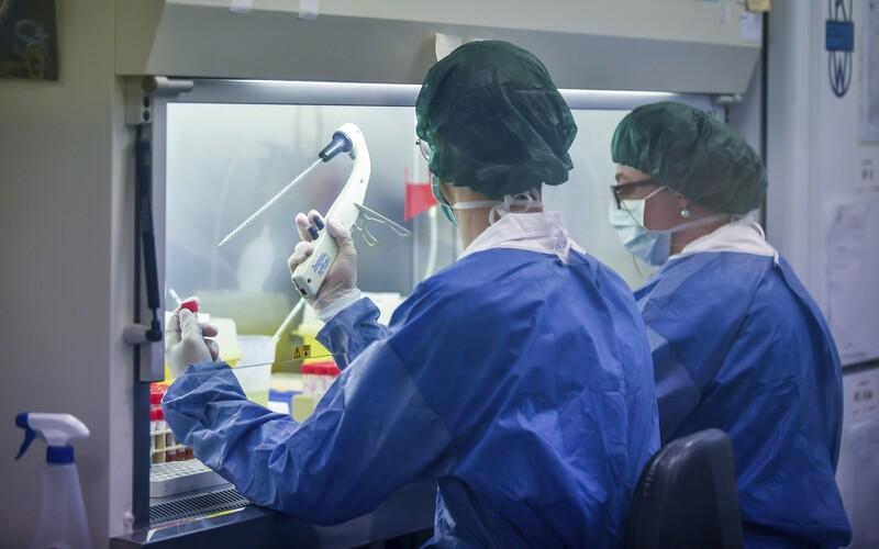 V Česku zemřelo už 16 lidí s koronavirem.