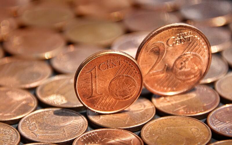 Chystá sa koniec jedno a dvojcentoviek na Slovensku. Ministerstvo financií predložilo návrh zákona na zaokrúhľovanie cien.
