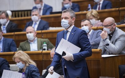 Poslancom, ministrom či prezidentke by pravdepodobne mali zobrať z platu aj 2 000 €. Klesne im až o 15 %.